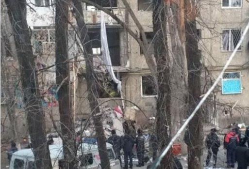 Взрыв в многоэтажном доме в Таразе: Из-под завалов извлекли тела двух погибших (ВИДЕО)