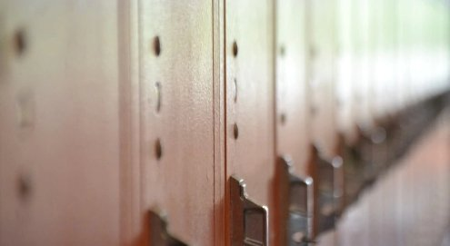 Ақтөбеде 6 жасар баланың үстіне шкаф құлаған: медбике алғашқы көмек көрсетпеген