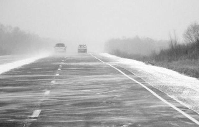 Три дороги закрыты в Казахстане из-за метели и гололёда