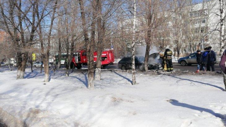 Астана орталығында автокөлік өртеніп кетті (ВИДЕО)