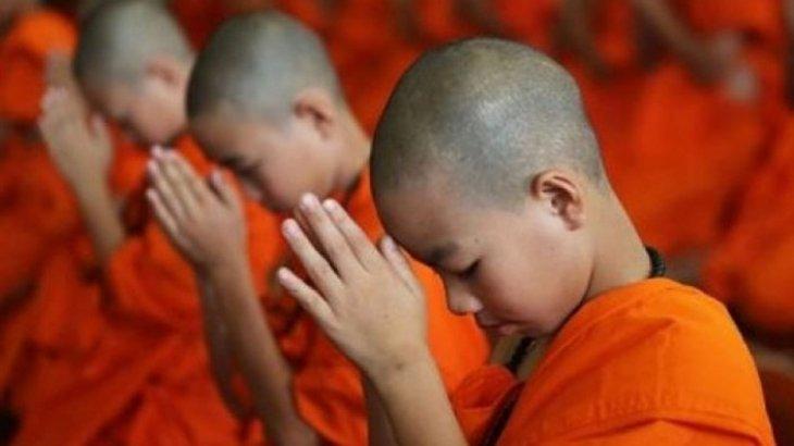 Монах сменил пол ради карьеры модели