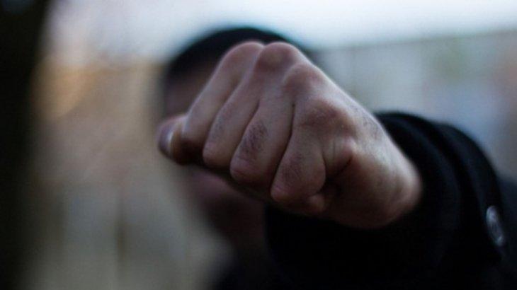 Павлодарда 32 жастағы ер адам екі баланы соққыға жықты