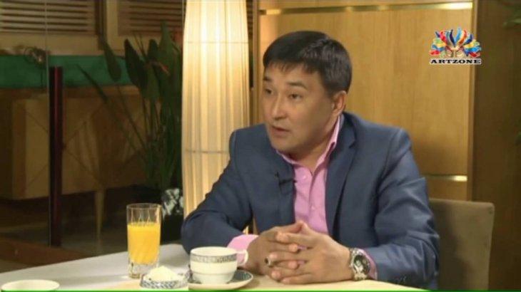 «Маған да гей деді»: актер Алмат Сақатов «91» тобын сынағандарға жауап берді