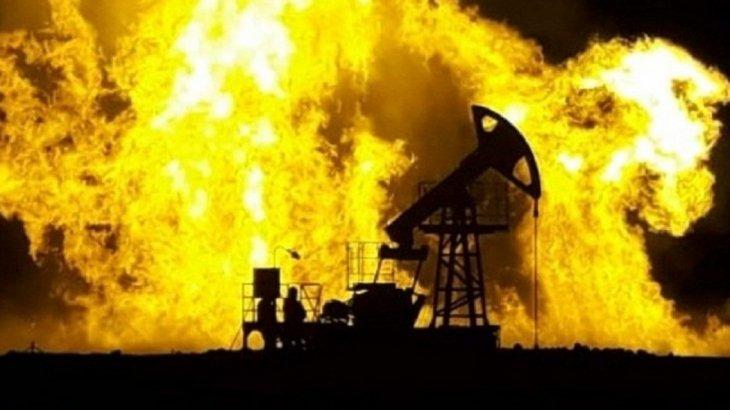 Пожар на месторождении в Мангистау: Огонь перекинулся на строящуюся скважину