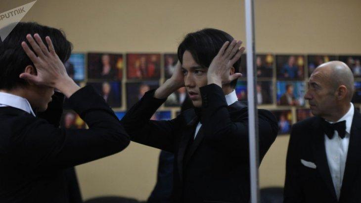 Оператордың Димашты «ешкі» деп атаған cәті видеоға түсіп қалды (ВИДЕО)