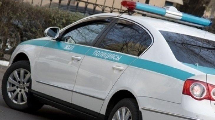 Алматыда рөлге ие бола алмаған жүргізуші полиция экопостына соғылды