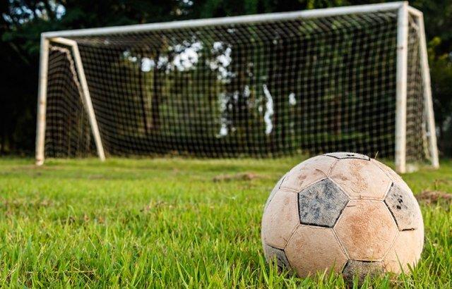 Ақтауда дене шынықтыру пәнінде оқушының үстіне футбол қақпасы құлады