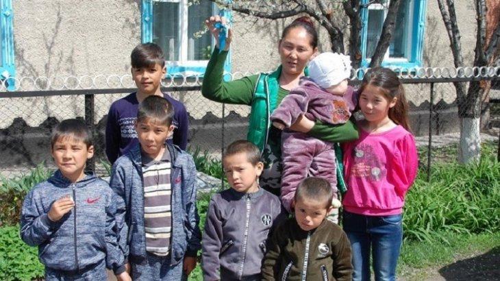 Алматы облысында көп балалы анаға кәсіпкер пәтер сыйлады