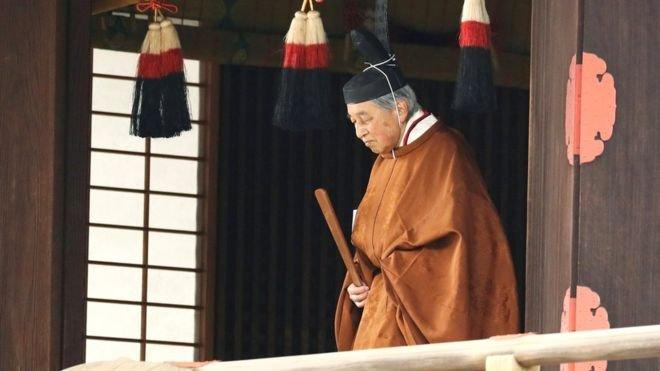 Жапония императоры тақтан бас тартты