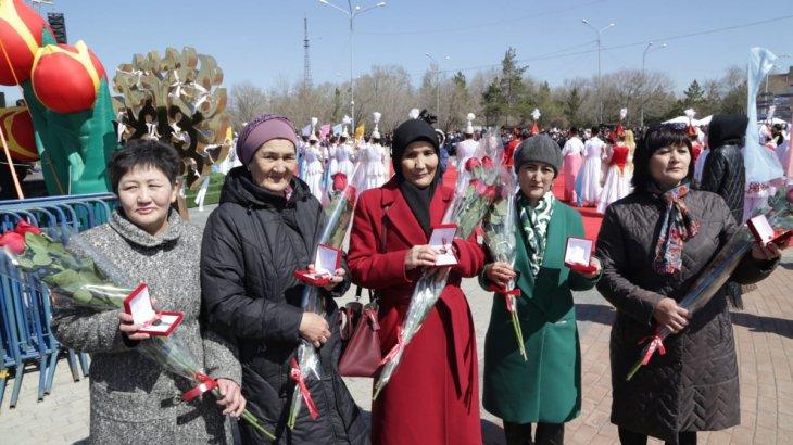 Қазақстан халқының бірлігі күні Қарағанды облысында көп балалы отбасылар баспанамен қамтылды