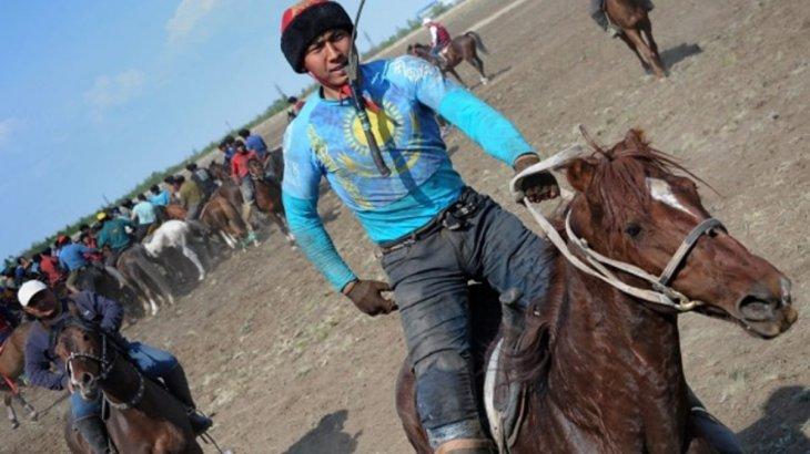 Павлодардағы ат бәйгесіне 100-ден астам шабандоз қатысты