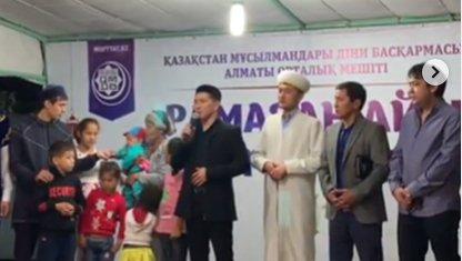 Өнер иелері Рамазан айында 500 адамға ауызашар беріп, 6 баласы бар анаға үй сыйлады (ВИДЕО)