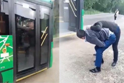 Алматыда жолаушымен төбелескен автобус жүргізушісі рейстен алынды