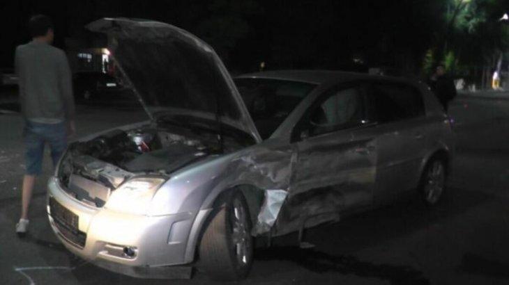 Шымкентте жолға таласқан 2 автокөлік апатқа ұшырады