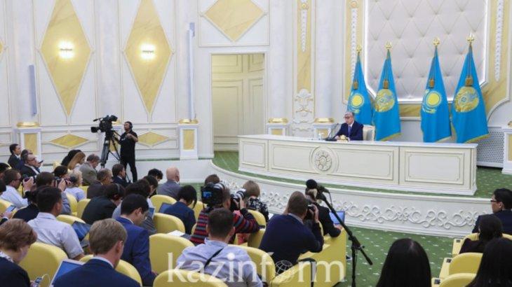 Тоқаев Ақордада қазақстандық және шетелдік журналистермен кездесуде