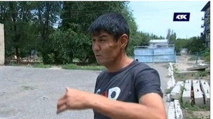 Алматы облысының тұрғыны әжетханаға барамын деп әкімнің орынбасарынан таяқ жеді
