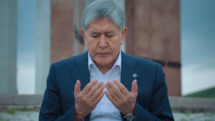 Егер ұстауға келетін болса, сыйға алған тапаншам бар екенін ұмытпасын – Атамбаев
