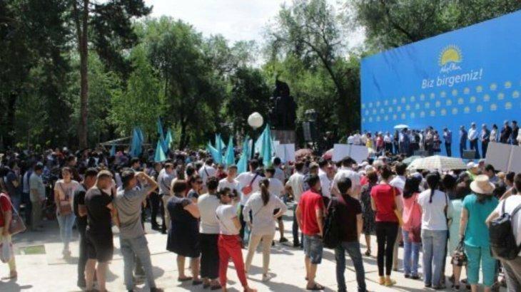 «Ояну деген – ел ішіне іріткі салу емес»: Алматыда «Nur Otan» партиясы митинг өткізді