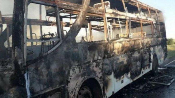 Семей-Алакөл тас жолында рейстік автобус өртенді
