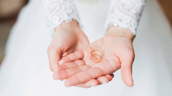 «Алғашқы төсек қатынасынан қорқып қашқан»: әпкесі келінінің әрекетін жайып салды