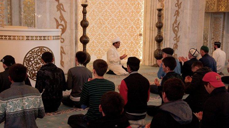 Алматыда имам Қазақстан мұсылмандар одағының басшысын мешіттен қуып шықты