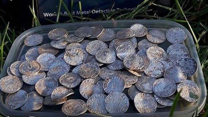 2,3 миллиард теңге: ерлі-зайыптылар мың жылдан астам уақыт жатқан қазына тауып алды