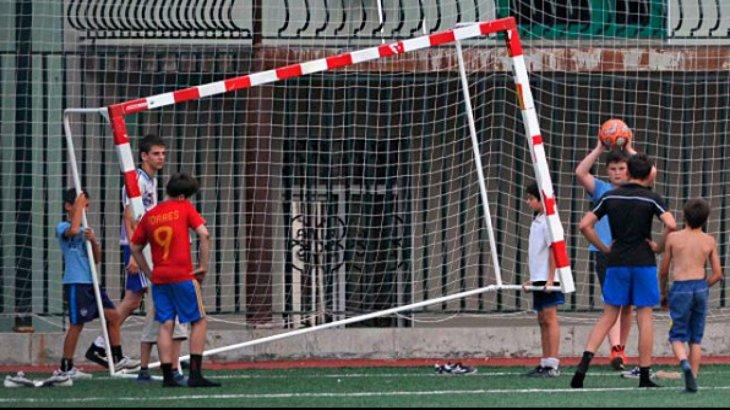 Қазығұрт ауданында оқушының үстіне футбол қақпасы құлап кеткен: ол ауруханада көз жұмды