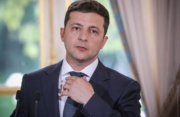 Украина президенті депутаттарды тиіспеушілік мәртебесінен айыратын заңға қол қойды