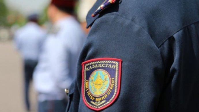 Алматыда күдіктінің анасынан ақша сұраған «полиция қызметкері» ұсталды