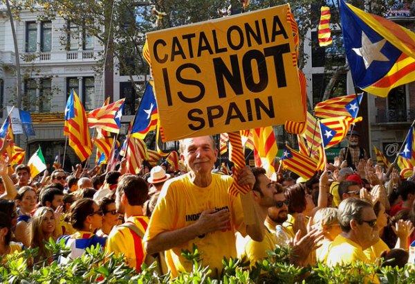 Каталонияда халық шеруге шығып, полициямен қақтығысты