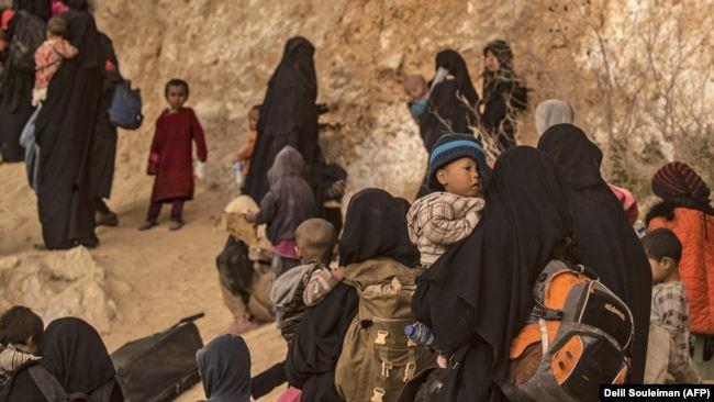 «Шатырымызды пышақпен тіліп кететін». Сириядан оралған әйел көрген сұмдығын жайып салды