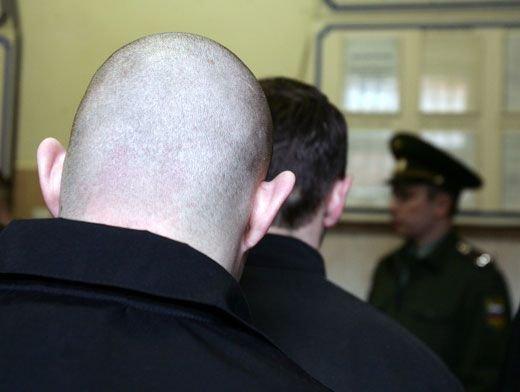 Полицейлер уақытша қамау изоляторындағы адамның шашын алмайтын болды