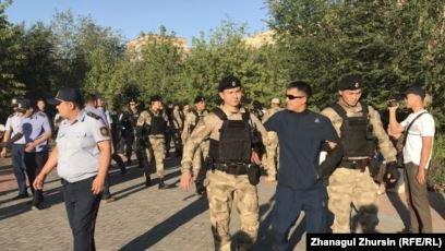 Ақтөбеде «Полицияға күш қолданды» деп айыпталған тұрғынға сот үкімі шықты