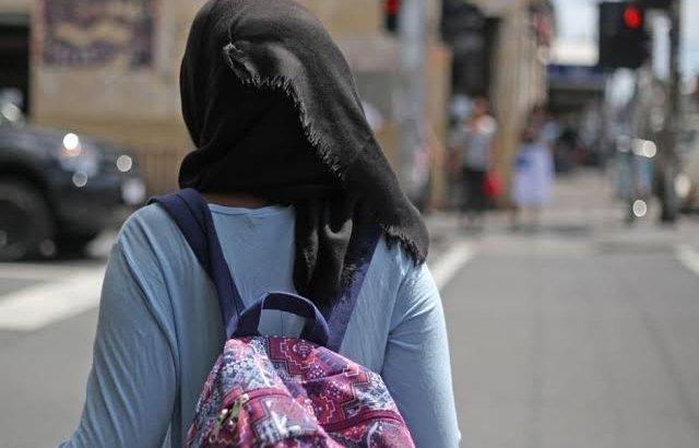 «Орамалды шешпей жыныстық қатынасқа түстік»: хиджаб киген бойжеткен жұрттан кеңес сұрады