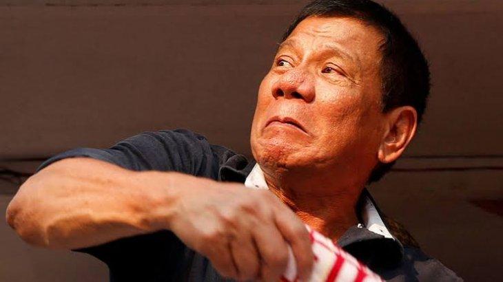 Филиппин президенті мотоциклден құлап қалды