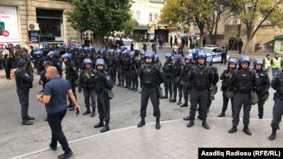 Бакудегі наразылықта 60-тан астам адам ұсталды, полиция жолды жапты