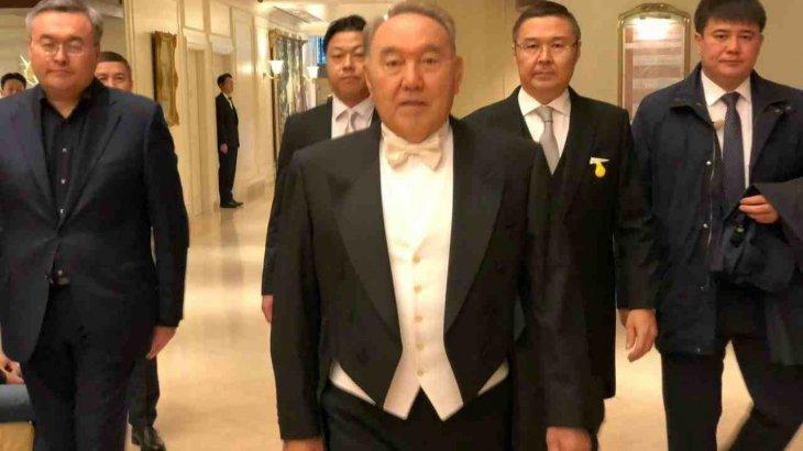 Назарбаев Жапониядағы салтанатты рәсімде фрак киіп шықты
