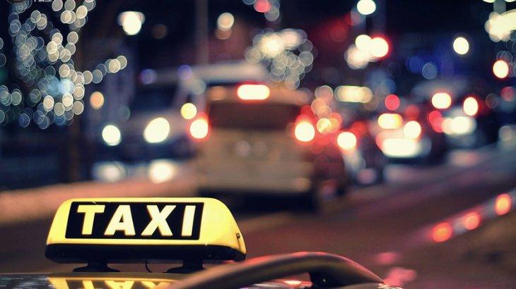 """Жолаушының алтын жүзігін алып қашқан """"Апару"""" такси желісінің жүргізушісі ұсталды"""