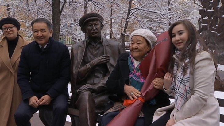 Алматыда Шәмші Қалдаяқовтың құрметіне мүсін қойылды