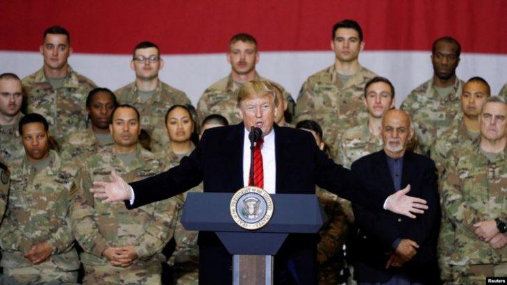 «Талибан келісімге келгісі келеді»: Трамп аяқ астынан Ауғанстанға барып, әскери қызметкерлермен сөйлесті