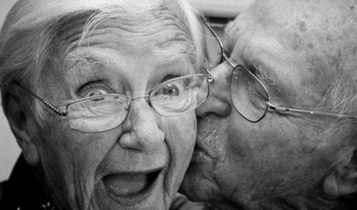 68 жыл өмір сүрген ерлі зайыпты бір күн айырмашылықпен қайтыс болды