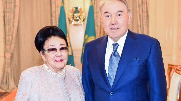 Назарбаев Бибігүл Төлегенованы 90 жасқа толған мерейтойымен құттықтады