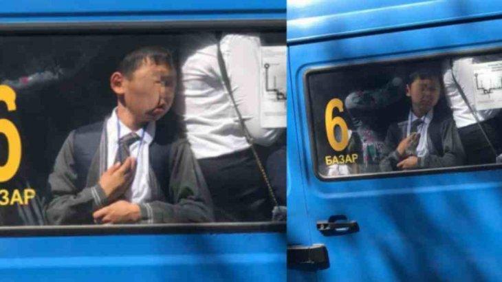 «Жыл келбеті»: автобус терезесіне бетпен жабысып қалған түркістандық оқушы әлі де «хит» болып тұр