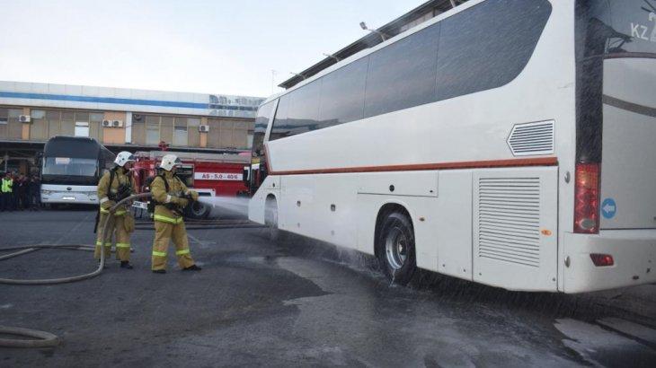 Өскеменде жолаушылар автобусы өртке оранды