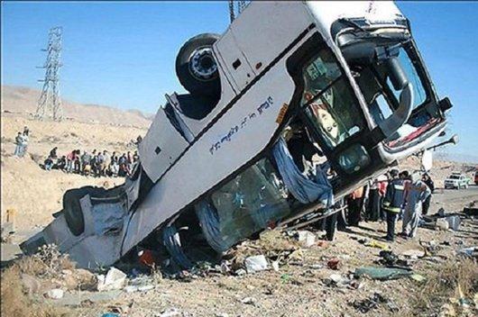 19 адам қайтыс болған: автобус аударылып қалды