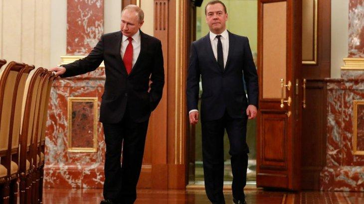 Путин Медведевтің командасын отставкаға жіберді