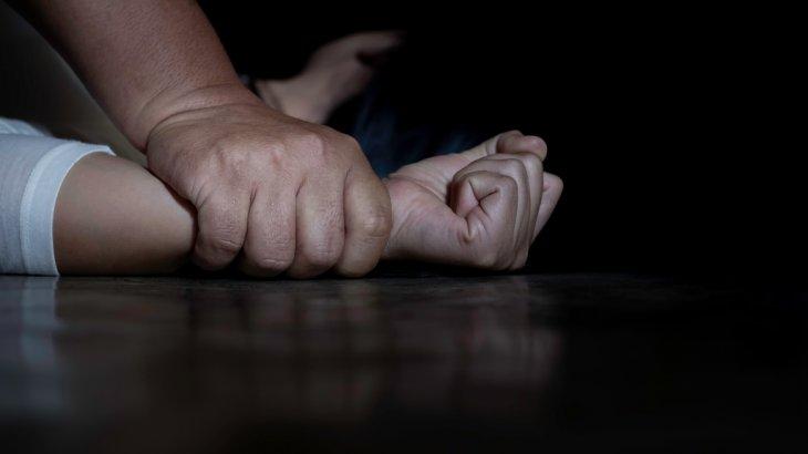 «Диваннан жастық алып тұншықтыра бастады»: пациент мейірбикені үйіне шақырып зорлаған