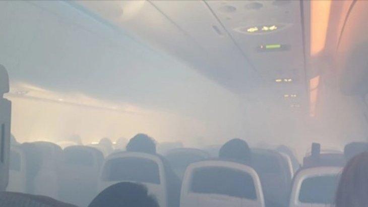 «2020 – Ұшақтар жылы»: көкке көтеріле берген Boeing 737-нің салонын түтін торлады (ВИДЕО)