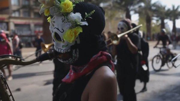 Бетперде киген демонстранттардың бейбіт шеруі қақтығысқа ұласты