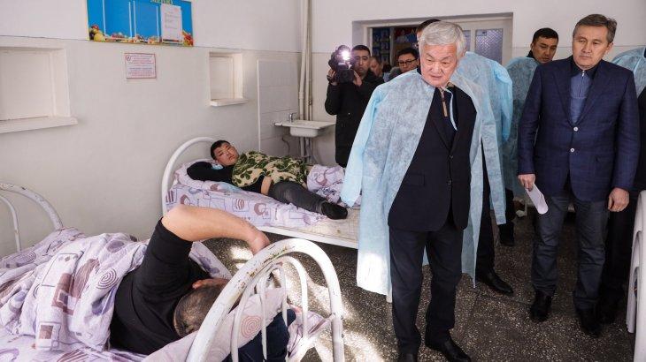 «Тұрмыстық кикілжің»: Бердібек Сапарбаев Қордайға барып, зардап шеккендермен тілдесті
